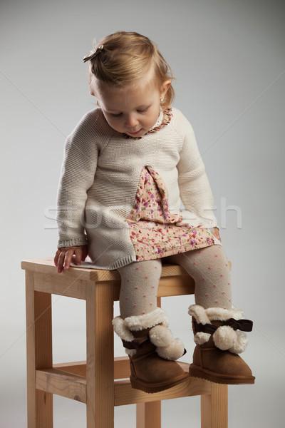 Tímido tímido nina sesión silla estudio Foto stock © feedough