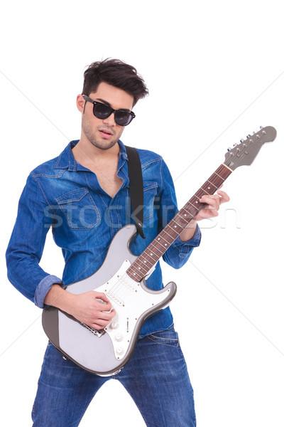 Сток-фото: портрет · молодые · гитарист · играет · электрической · гитаре · белый