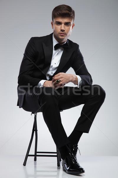 Séduisant assis élégant homme noir Photo stock © feedough