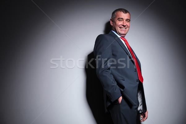 Glimlachend grijs muur zijaanzicht Stockfoto © feedough
