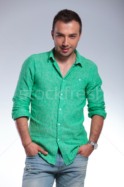 Casual hombre ambos manos jóvenes Foto stock © feedough