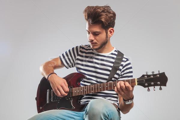 Gitarist poz stüdyo oynama gitar Stok fotoğraf © feedough