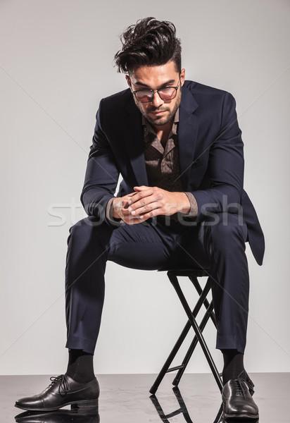 Człowiek biznesu posiedzenia krzesło patrząc w dół młodych szary Zdjęcia stock © feedough
