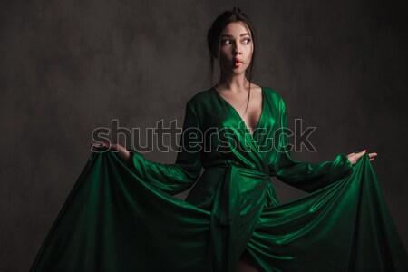 Sonhador menina verde vestido Foto stock © feedough