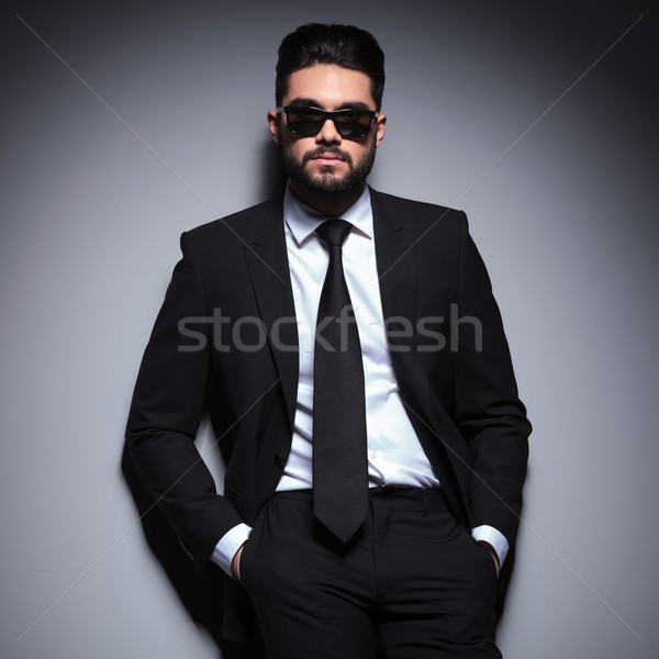 Ernstig jonge mode man handen portret Stockfoto © feedough