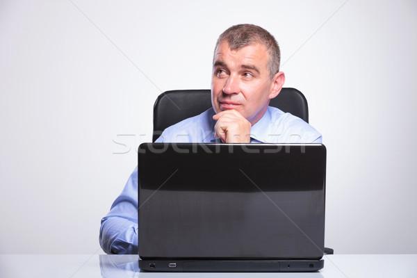 Idős üzletember töprengő laptop férfi ül Stock fotó © feedough