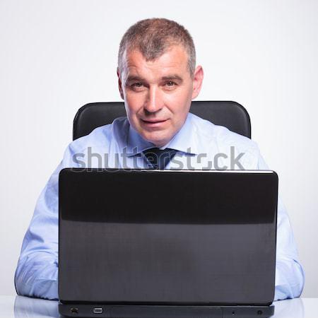 öreg üzletember pontok laptop idős férfi Stock fotó © feedough