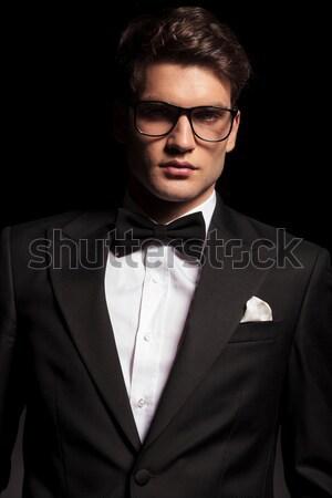 ストックフォト: ビジネスマン · 髪 · 小さな · 笑みを浮かべて · カメラ · 黒