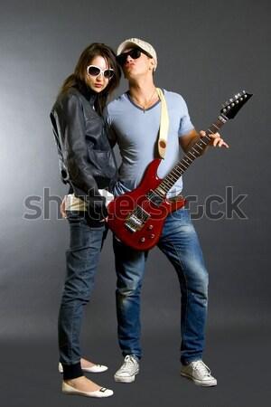 Man permanente rock rollen vrouw grijs Stockfoto © feedough