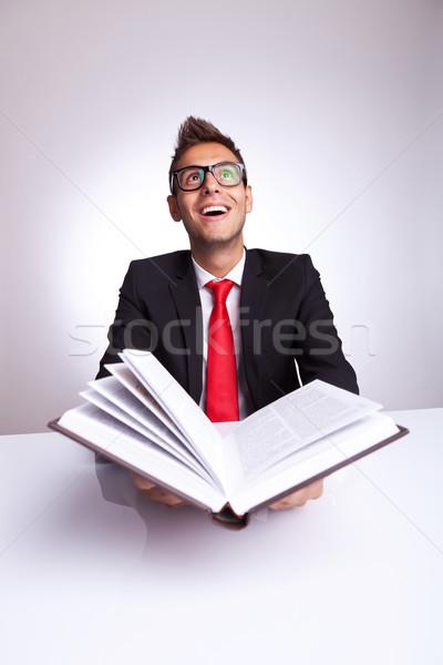 Uomo apertura libro conoscenza giovani Foto d'archivio © feedough