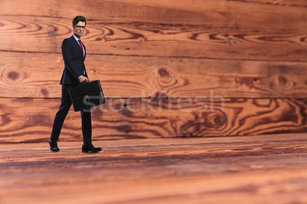 ビジネスマン ブリーフケース 徒歩 古い木材 小さな ビジネスマン ストックフォト © feedough