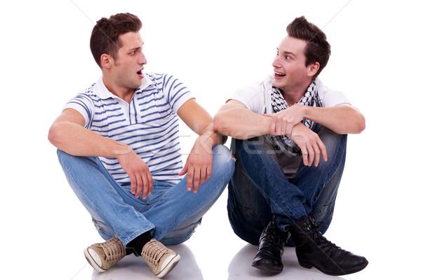 гордостью два парня и риэлторша мужики соврошают чужих
