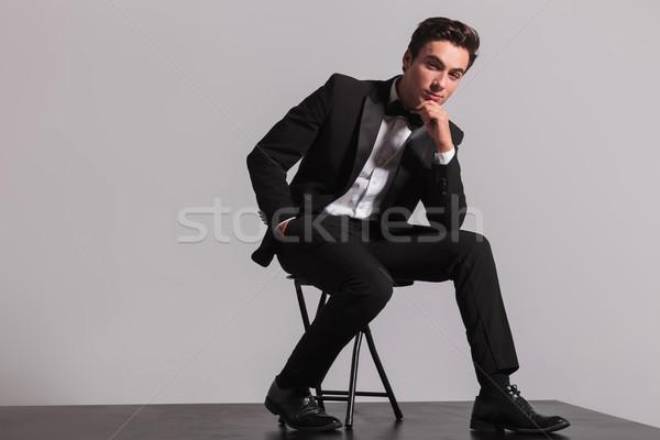 Elegante man smoking vergadering denken Stockfoto © feedough