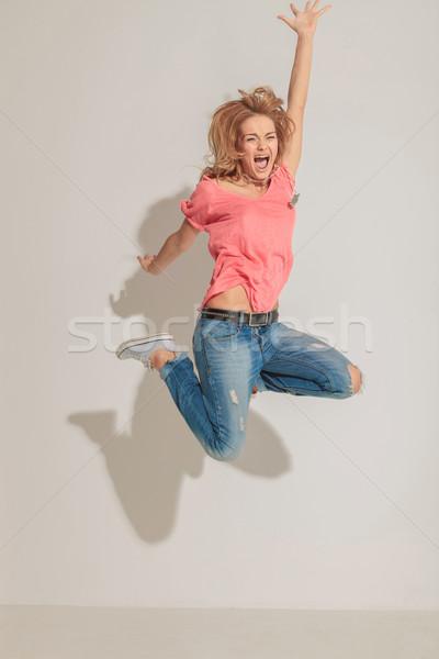 Sikít nő ugrik kezek levegő szürke Stock fotó © feedough