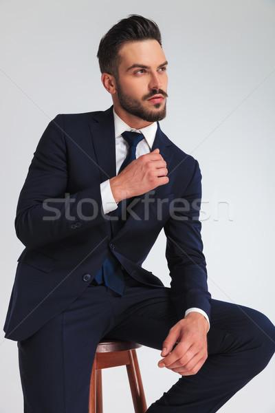 Jonge zakenman ontspannen houten kruk Stockfoto © feedough
