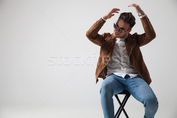 Sitzend Mode Mann grau Lächeln Stock foto © feedough