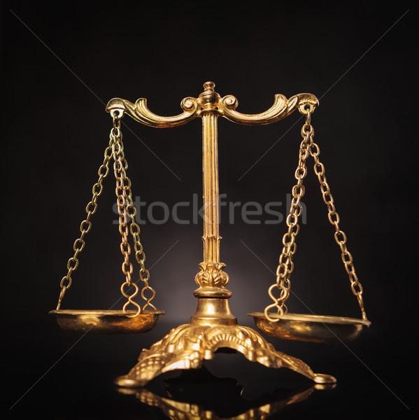 Symbole justice droit échelles or sombre Photo stock © feedough