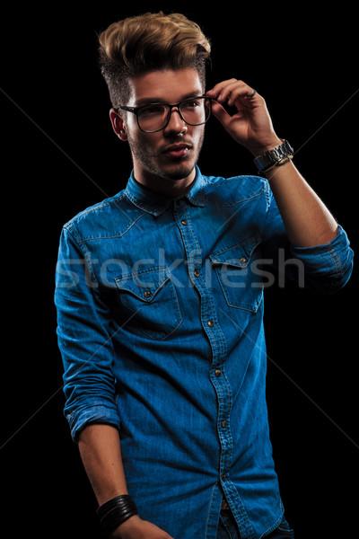 Jongen toevallig denim shirt poseren donkere Stockfoto © feedough