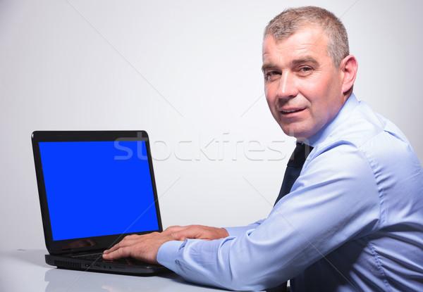 öreg üzletember laptop hátsó nézet idős férfi Stock fotó © feedough
