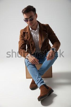 Reifer Mann tragen hat Sonnenbrillen Denken Seite Stock foto © feedough