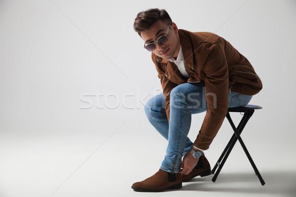 ülő fiatal divat férfi megjavít farmer Stock fotó © feedough