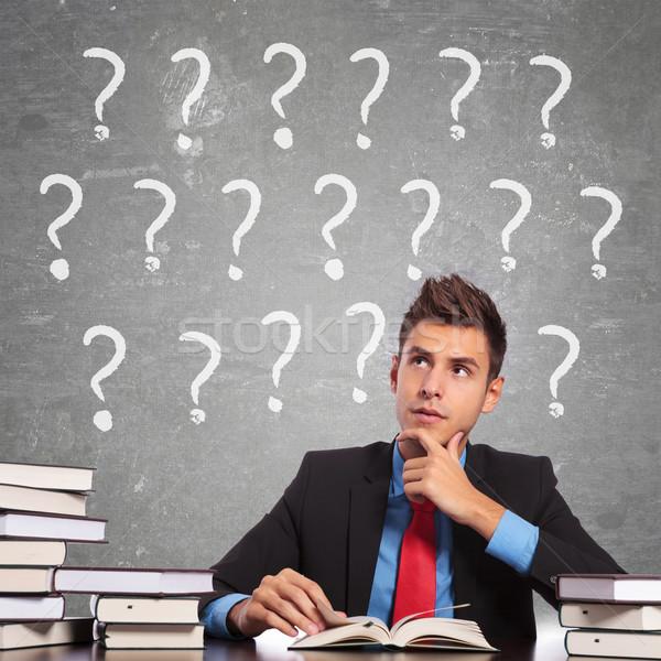 ストックフォト: 混乱 · 小さな · 学生 · 読む · 図書 · デスク