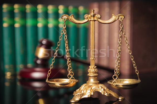 Or échelle marteau droit livres justice Photo stock © feedough