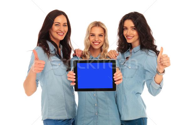 Nők mutat képernyő tabletta gyártmány ok Stock fotó © feedough