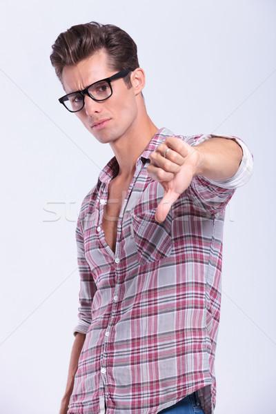 Gündelik adam başparmak aşağı genç Stok fotoğraf © feedough