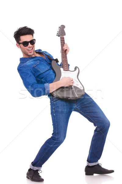 Genç serin gitarist oynama elektrogitar beyaz Stok fotoğraf © feedough