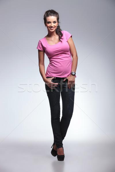 Egészalakos kép fiatal lezser nő áll Stock fotó © feedough