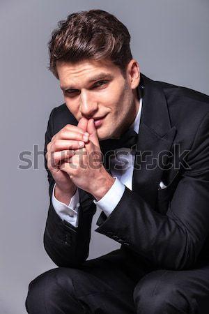 ülő férfi csokornyakkendő ül imádkozik külső Stock fotó © feedough