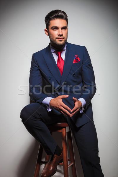 ülő fiatal elegáns férfi öltöny nyakkendő Stock fotó © feedough