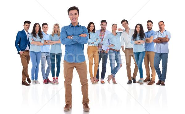 Heureux chef d'équipe groupe permanent jeunes Photo stock © feedough