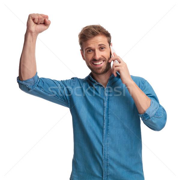 Excité jeunes homme célébrer bonnes nouvelles Photo stock © feedough