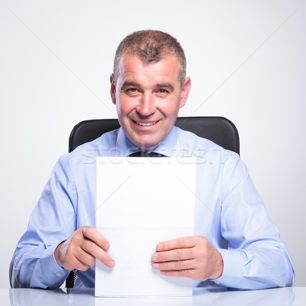 Starych człowiek biznesu dokumentów portret starszy człowiek Zdjęcia stock © feedough