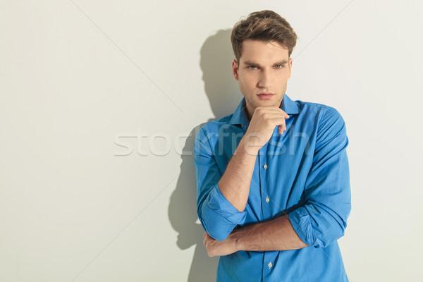Moda hombre mano barbilla atractivo Foto stock © feedough
