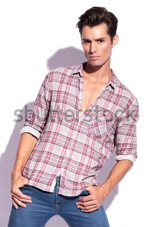Portret przypadkowy człowiek stwarzające ręce biodra Zdjęcia stock © feedough