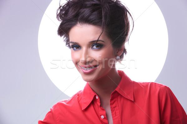Aura sonrisas primer plano jóvenes casual Foto stock © feedough