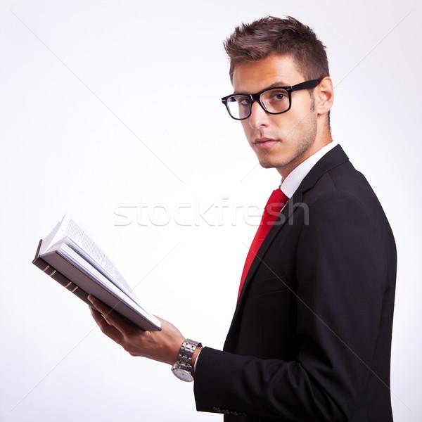 Yandan görünüş genç öğrenci kitap bakıyor Stok fotoğraf © feedough
