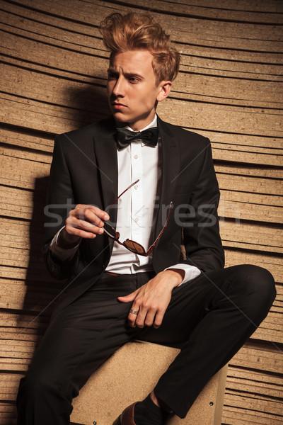 Jóvenes hombre de negocios sesión silla Foto stock © feedough