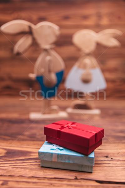 Presenteert dozen houten Pasen paar oud hout Stockfoto © feedough