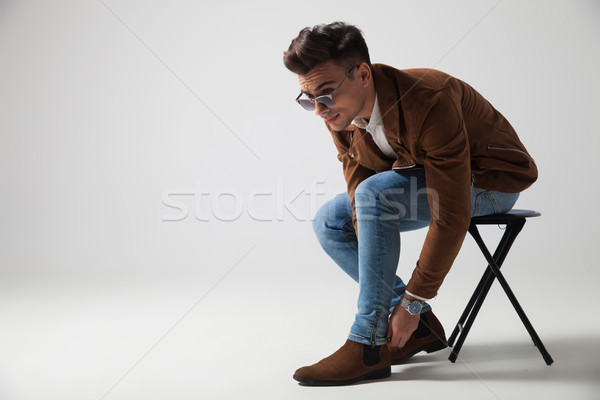 Jonge toevallig man vergadering pants Stockfoto © feedough