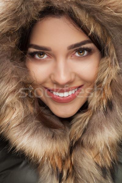 Gelukkig mooie vrouw glimlachend bont hoofd Stockfoto © feedough