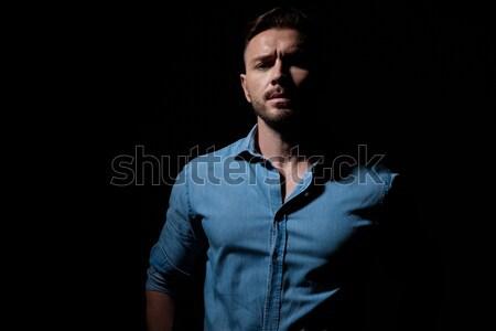Hombre chaqueta de cuero parada joven Foto stock © feedough