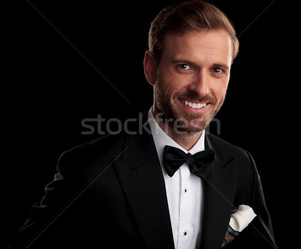 Porträt lächelnd eleganten Mann Smoking schwarz Stock foto © feedough