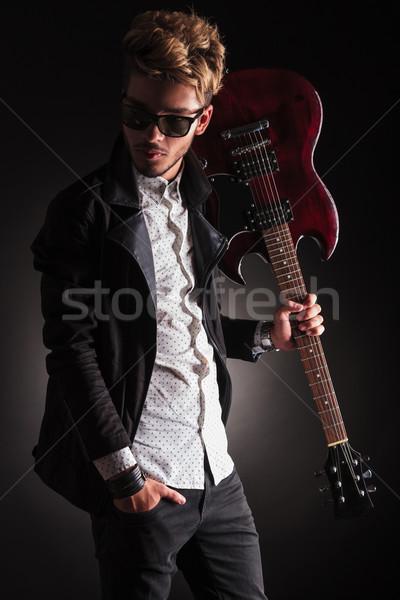 рокер гитаре плечо глядя назад Сток-фото © feedough
