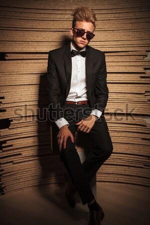 üzletember ül zsámoly tart öltönyök oldalnézet Stock fotó © feedough