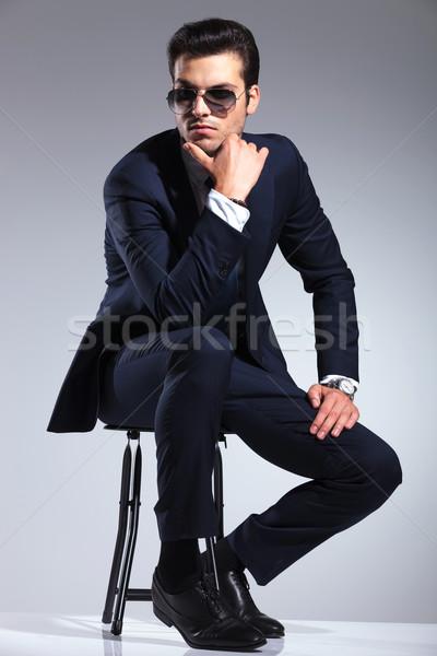 Giovani elegante uomo d'affari seduta sgabello Foto d'archivio © feedough