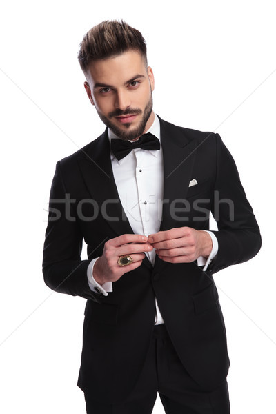Glimlachend elegante man smoking aanraken vingers Stockfoto © feedough